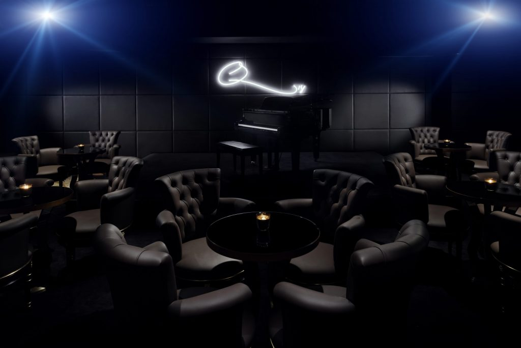 Q's Bar & Lounge